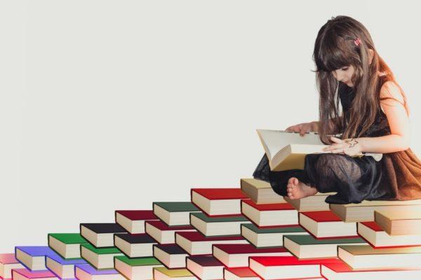 英語の勉強をする女の子
