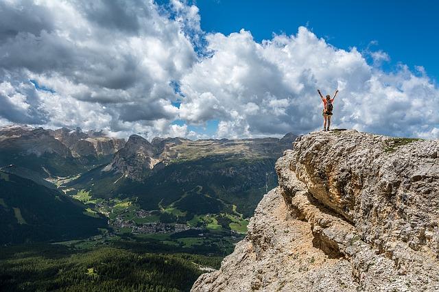 山頂にいる女性