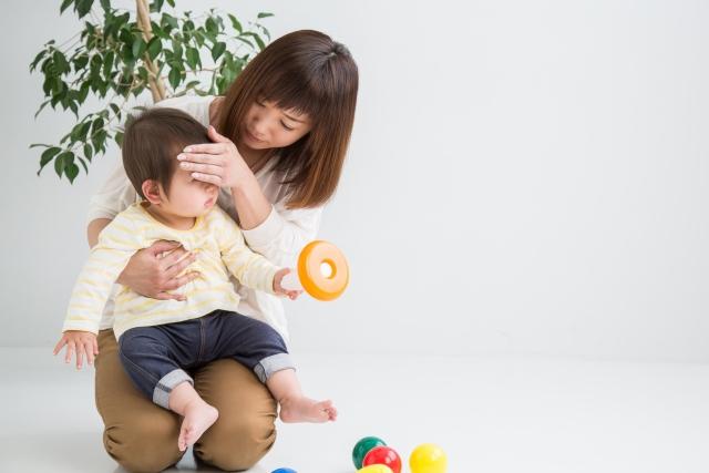 赤ちゃんの風邪を心配するママ