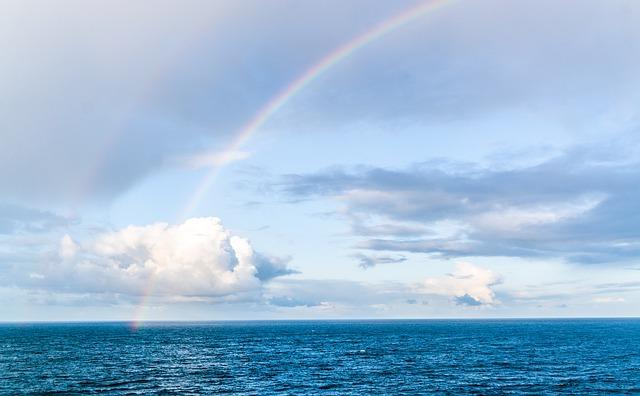 海上に出た虹